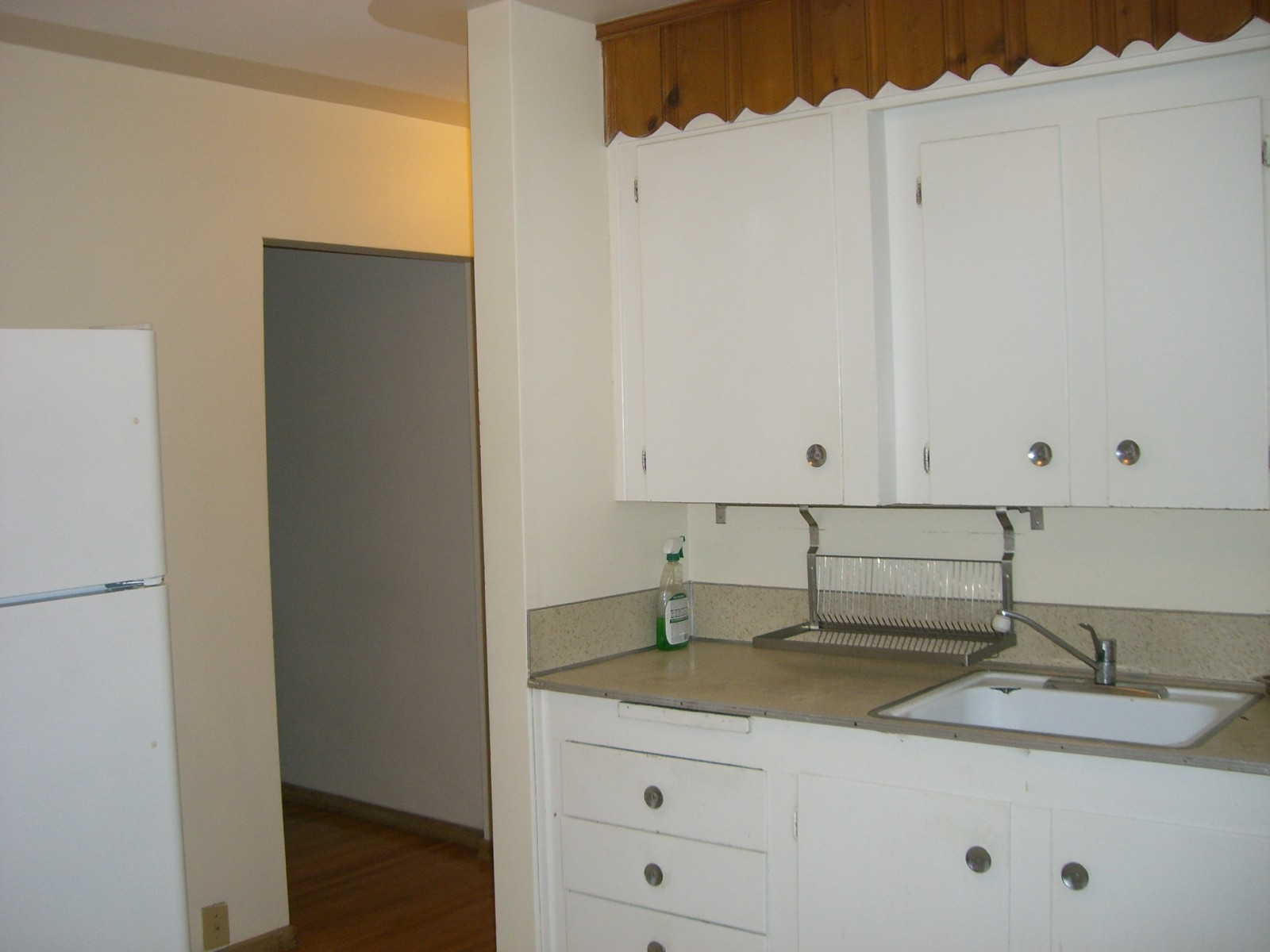 WOW! GREAT PRICE! SPACIOUS 2 BDRMS MAINFLOOR LOCATED IN BANFF TRIAL!