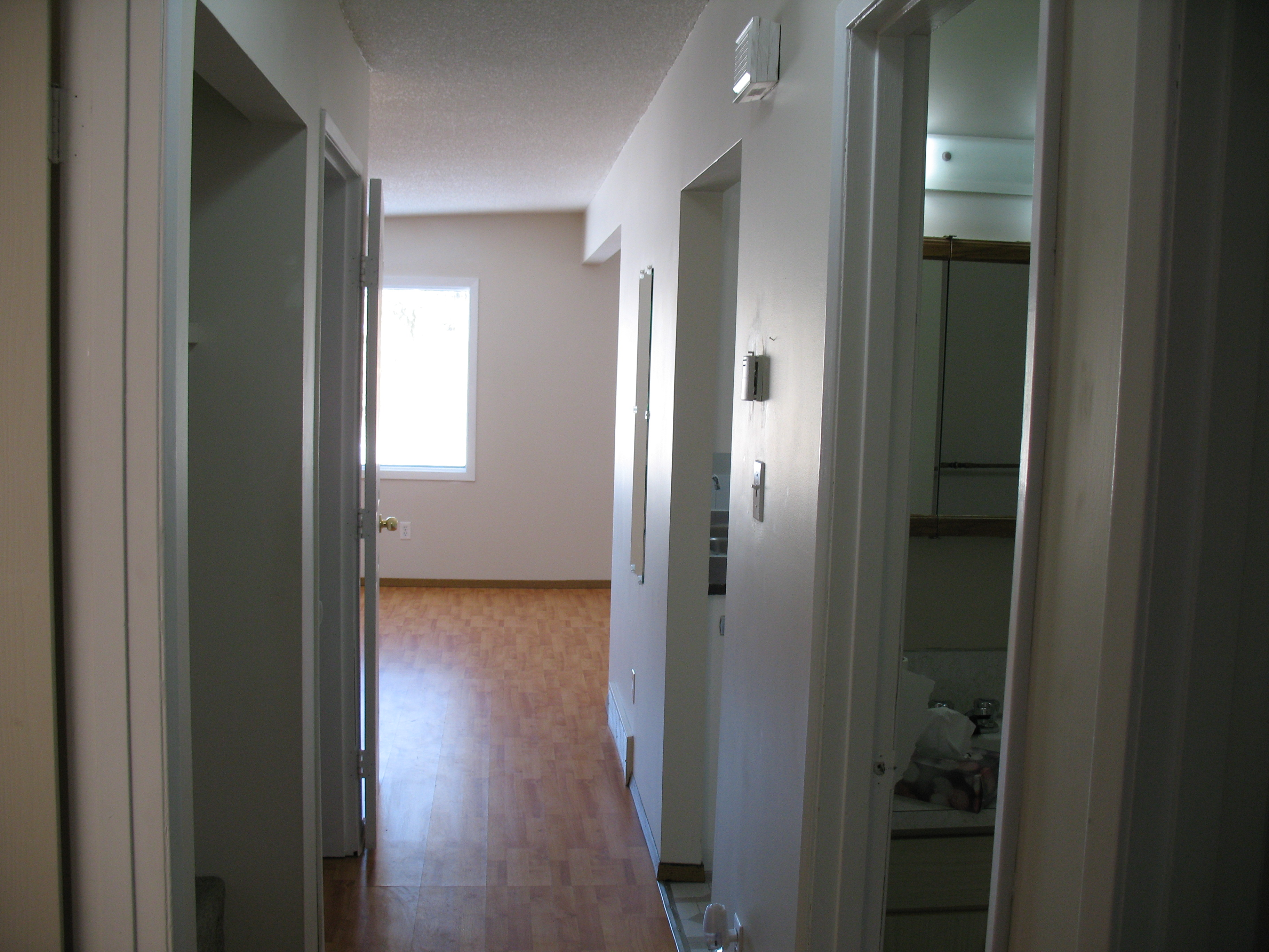 Well maintained 2 bedroom main floor suite for rent in Dover!