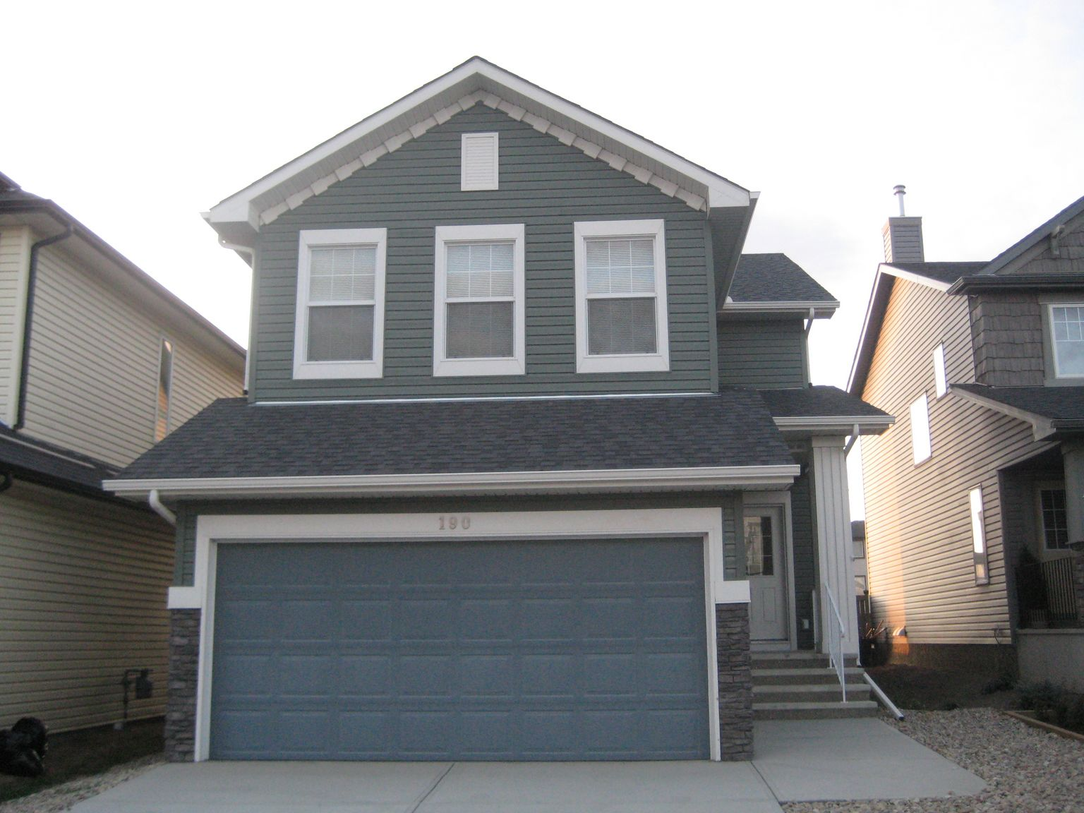 Nice 2 storey single family home with double garage located in Evanston!