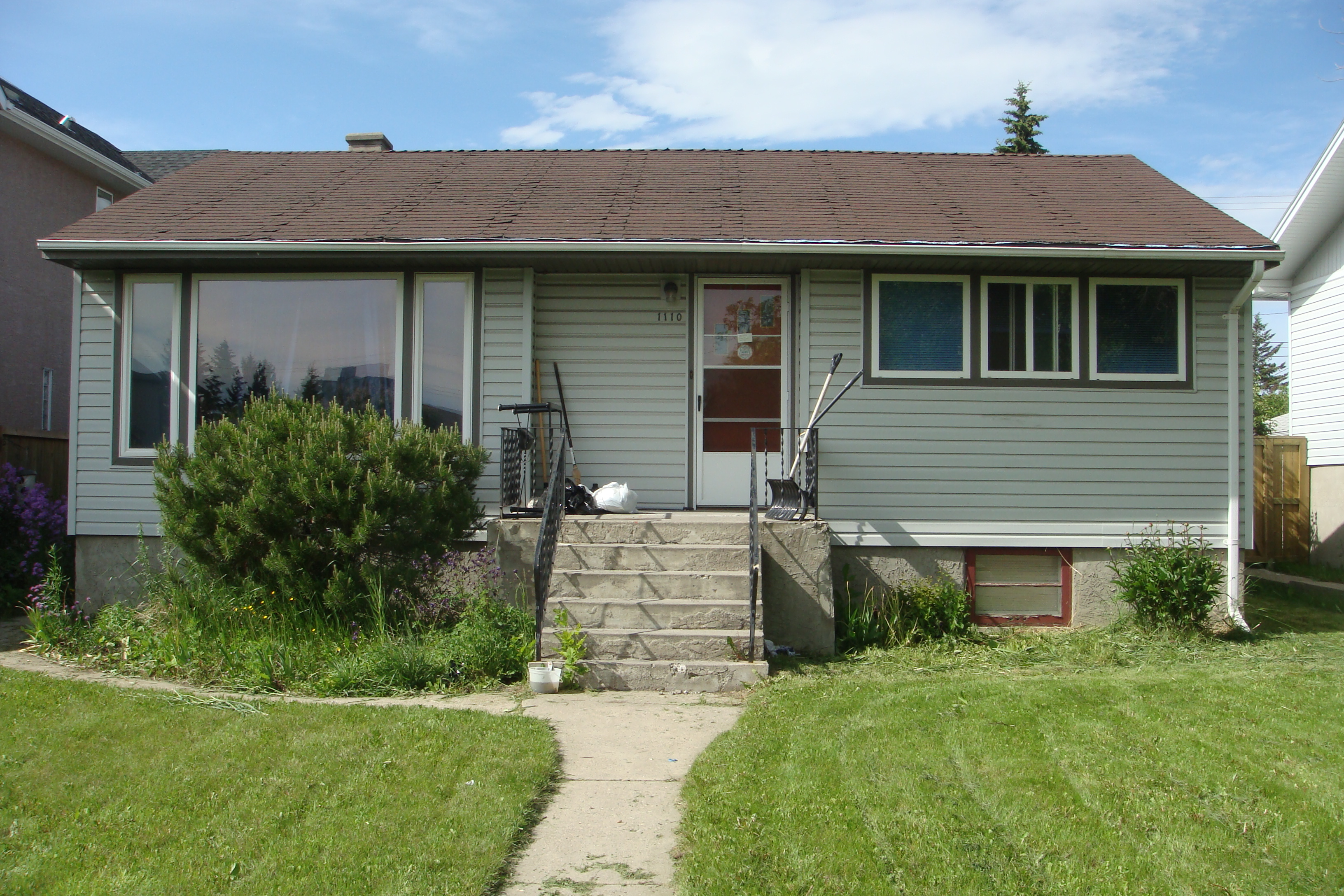 Bungalow home in Capitol Hill with separate entrance for the basement suite!