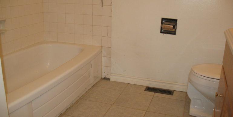7-upper-bath-3