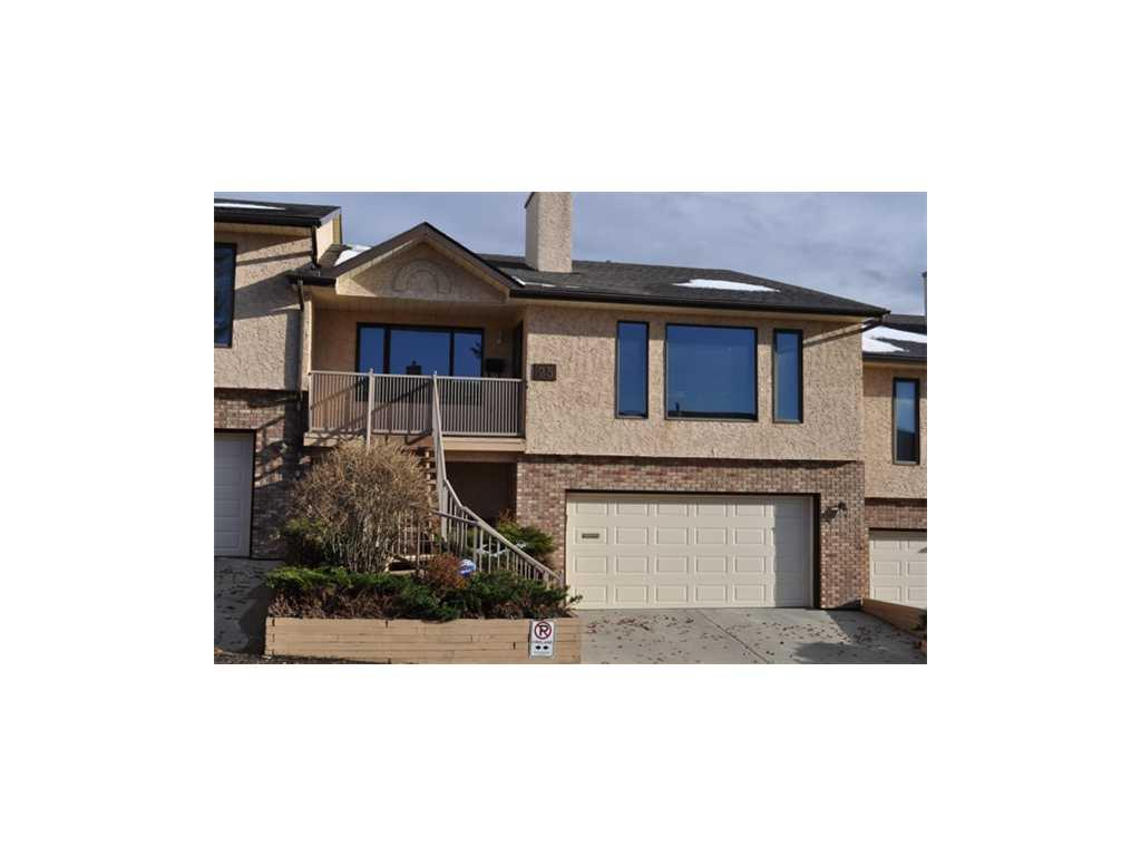 Approx 2500 sqft Bungalow town home with double garage in Edgemont NW!
