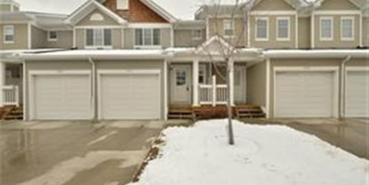 2 Master bedroom with ensuite townhouse in Country HIlls Village!
