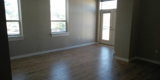 Spacious 1 bdrm plus den Apartment on 2nd floor 17 AVE SE!