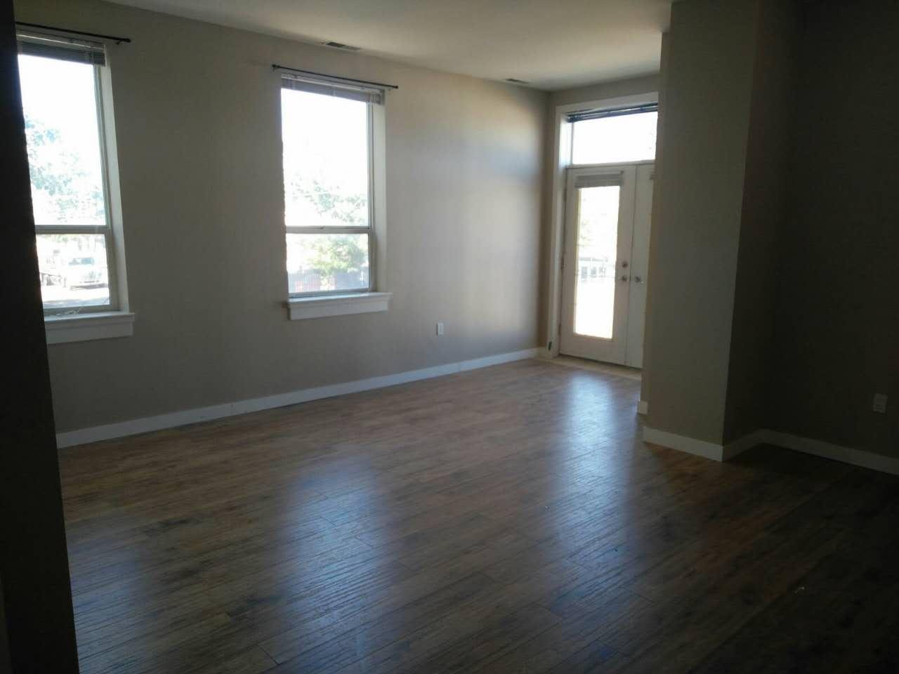 Spacious 1 bdrm plus den Apartment on 2nd floor 17 AVE SE!