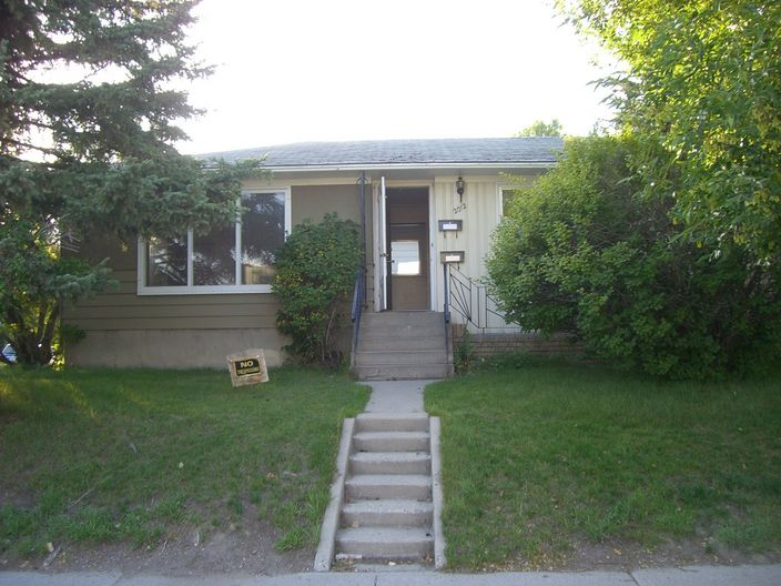 NEWLY RENOVATED! 3 BDRMS BUNGALOW MAINFLOOR FOR RENT IN BANFF TRIAL