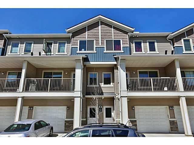 One floor 2 bdrms townhouse for rent in Sage Hill!