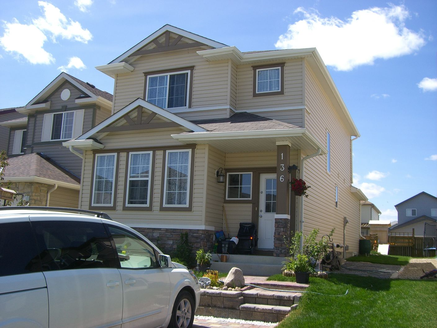 Beautiful 4 bedroom 2.5 bath Single House in Coventry Hills!