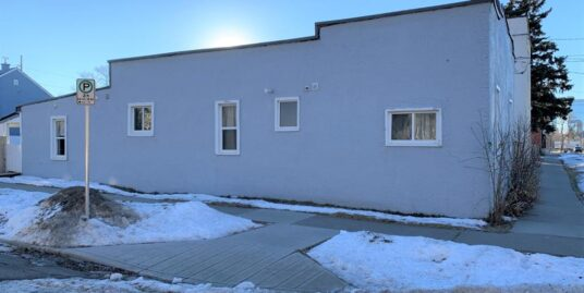 Close to SAIT- Well maintained 1 bdrm plus den Duplex for rent in Tuxedo!