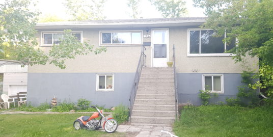 3 BDRMS MAINFLOOR SPACIOUS HOME FOR RENT NEAR STAMPEDE!