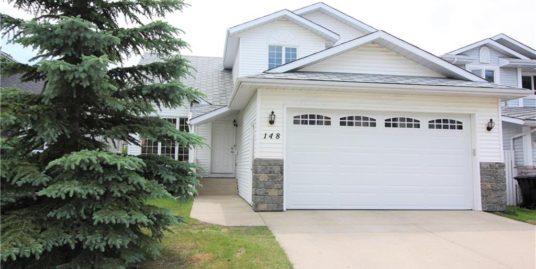 Spacious 6 bedrooms 2 storey house in Hawkwood!