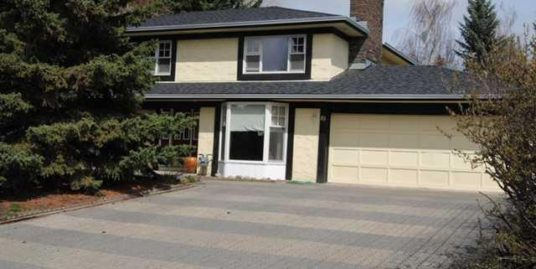 4 bdrms 2 storey Single family home in Canyon Meadows!