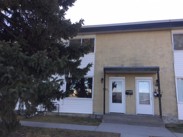 RENOVATED AND WELL MAINTAINED 3BDRM TOWNHOME IN VISTA HEIGHTS!