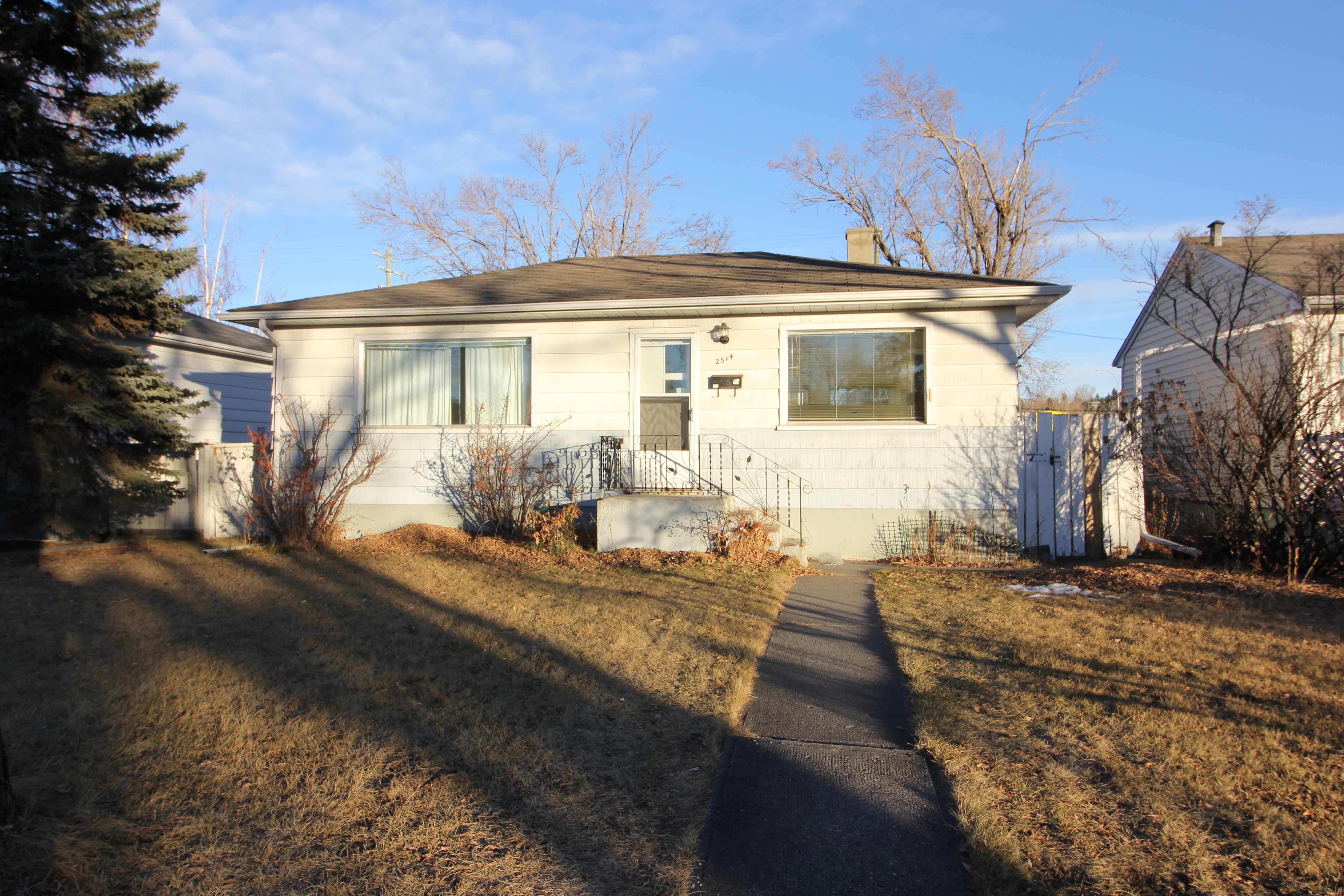 Excellent 3 bdrm 2 bath Single family property for rent in West Hillhurst NW!