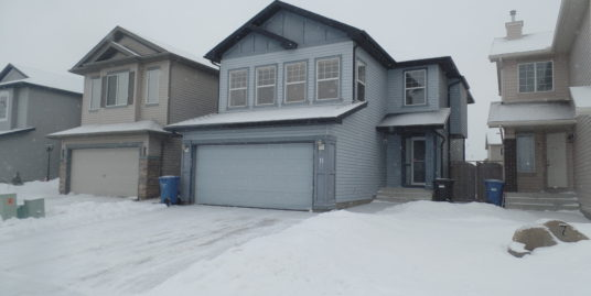 Very clean 3bdrms storey home across park in Coventry Hills!