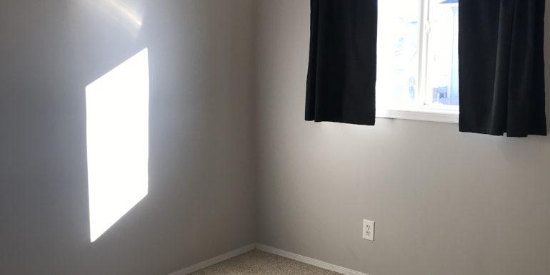 11-3rd-bedroom