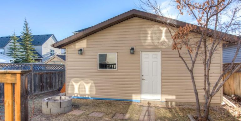 14-double-detached-garage-and-nice-deck