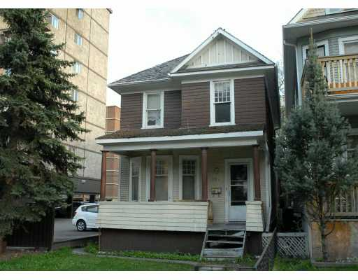 2 STOREY MAIN/UPPER SINGLE FAMILY HOME IN THE CORE OF DOWNTOWN!