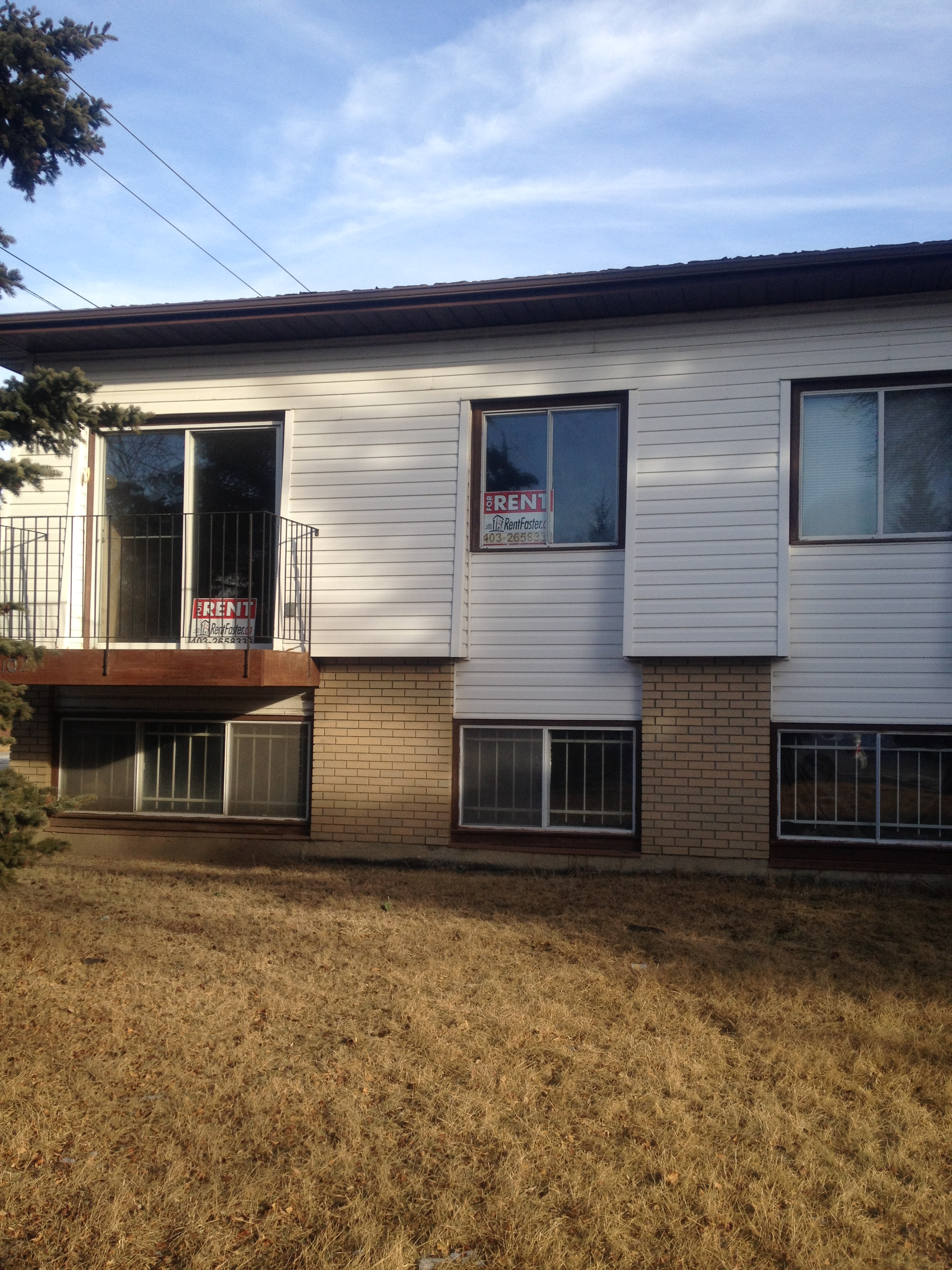 LOCATION ! 2 BEDROOMS WELL MAINTAINED DUPLEX IN SW