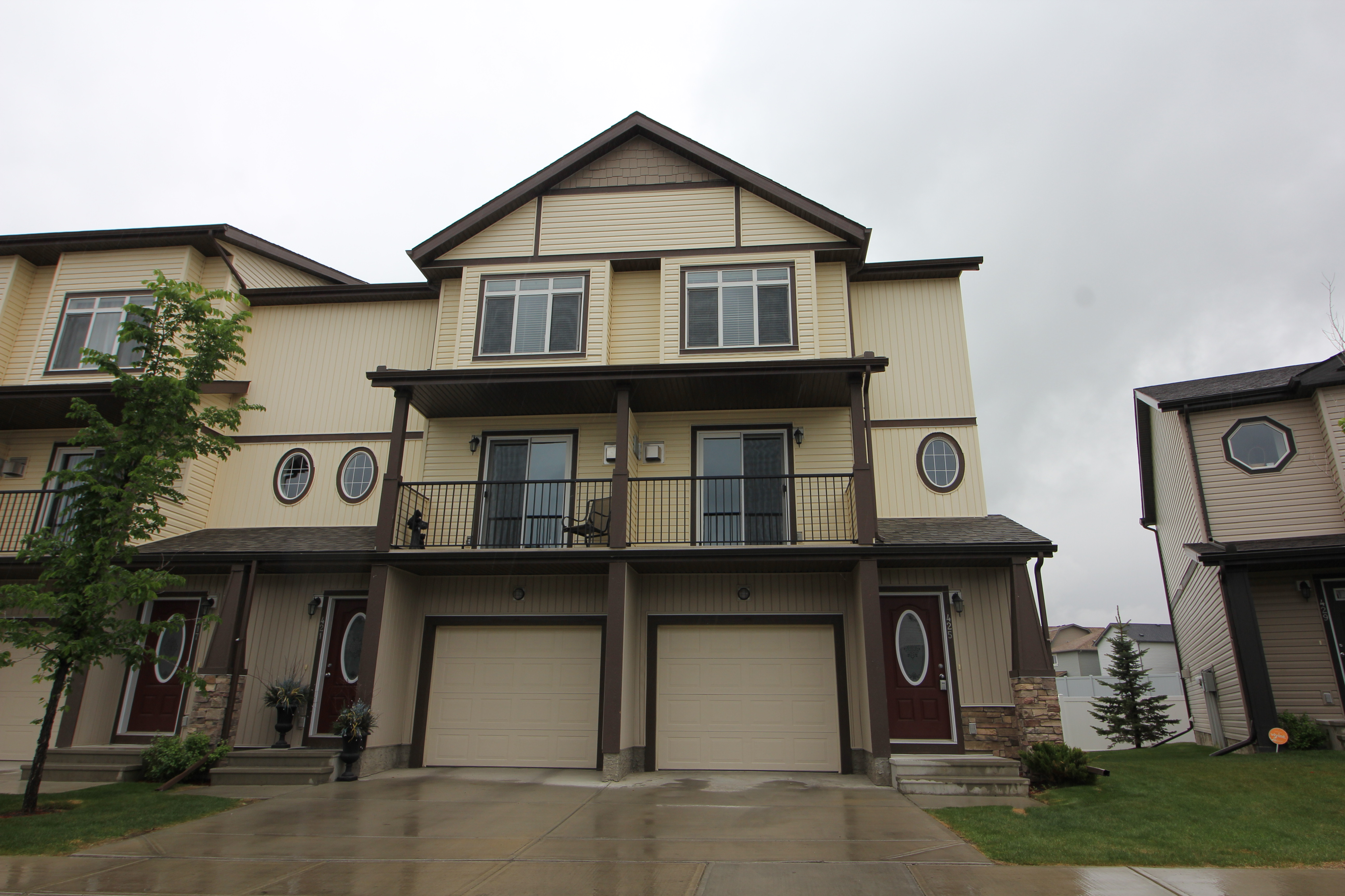 3 Bdrms, 2.5 bath, single garage Townhome in Copperfield with walk out basement!
