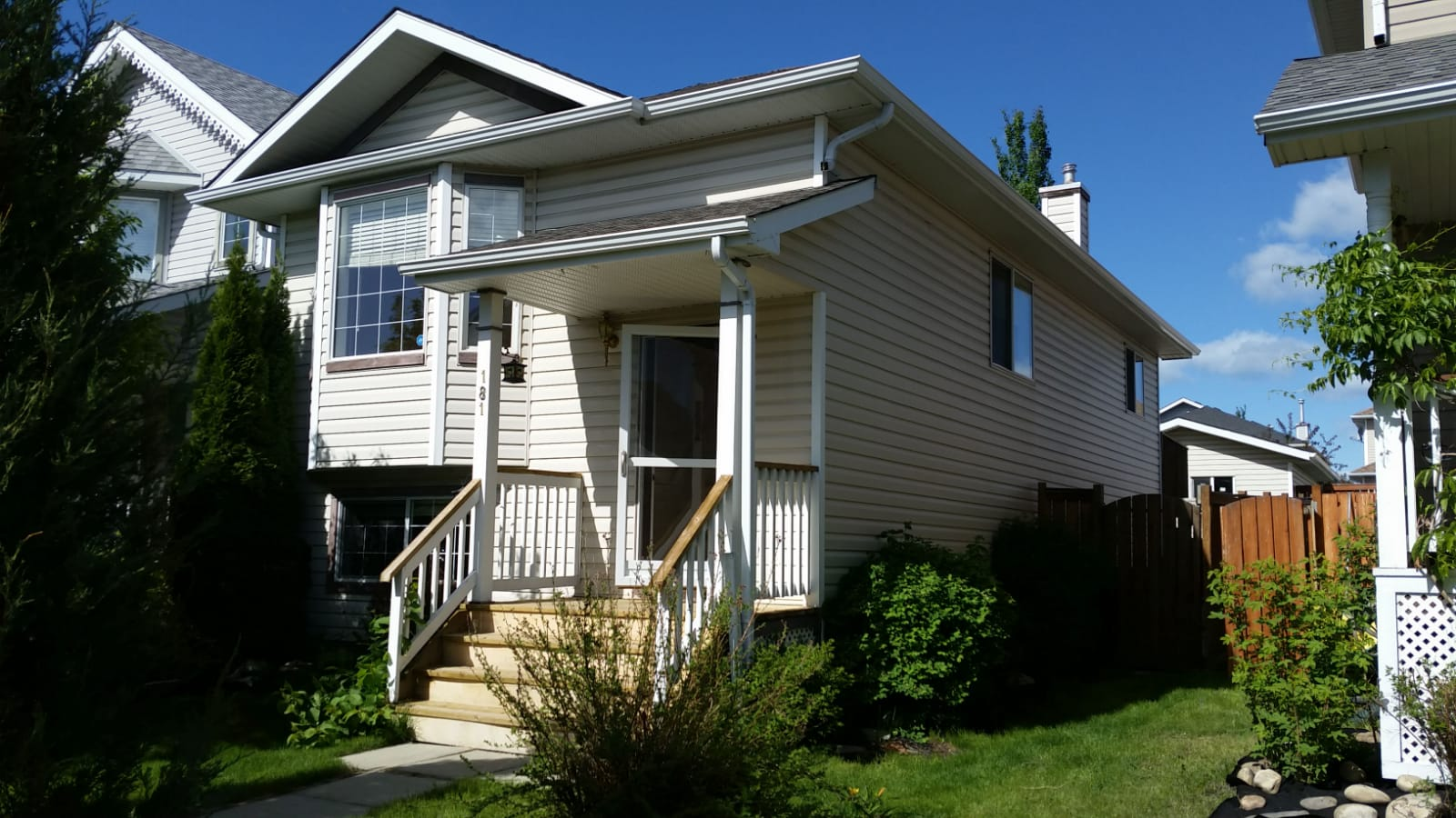 Bi-level Single garage, Air conditioned-detached single family home in Bridlewood