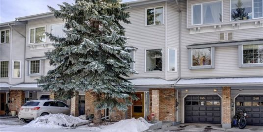 2 Bdrms plus Den, 2.5 bath Spacious townhome in Varsity!