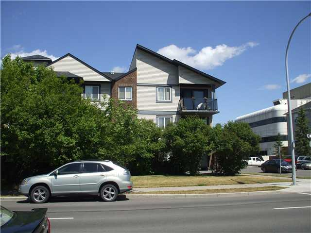 TOP FLOOR 2 BDRMS SUITE APARTMENT NEAR TRAIN STATION IN SUNALTA SW!