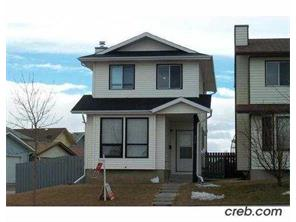 Beautifully 2 storey family home located in Edgemont.