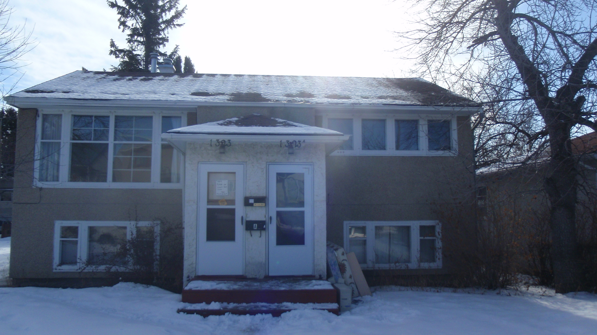 Very Nice 2 Bedroom Main Level Unit in Capitol Hills !!