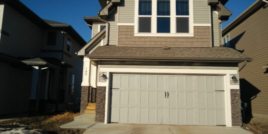 4 Bedroom 3.5 bath home with over 2200 Sq Ft of living space Airdrie!