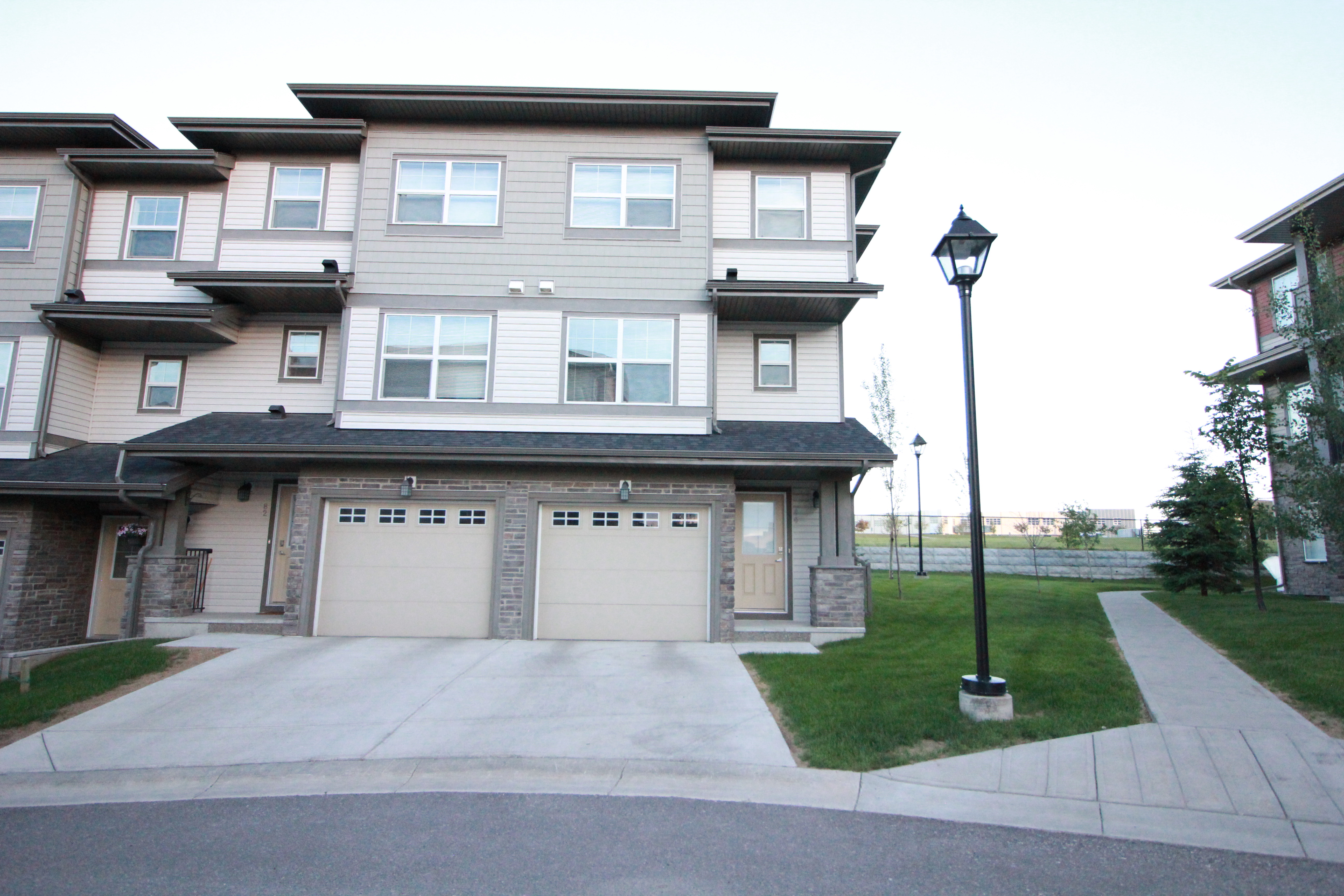 Beautiful layout townhome for rent in Panorama Hills!