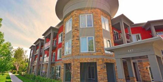 NEWER 1 Bdrm plus den TOP floor condo in Tuxedo!