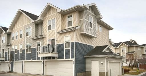 Welcome home to this lovely  approx 1,200 sq.ft townhouse in New Brighton!