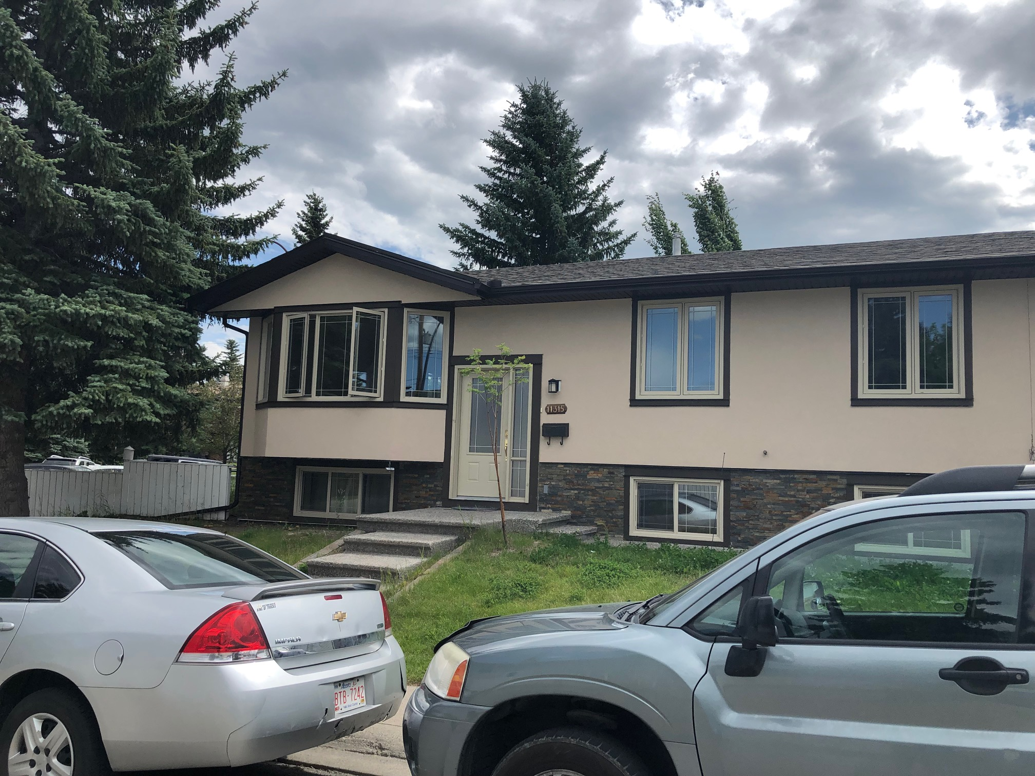 Spacious 3 bdrms mainfloor or lower level for rent in Southwood!