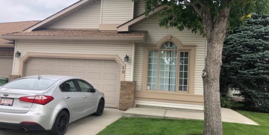 Over 2200sqft of living space, well maintained Bungalow town home in Douglasdale