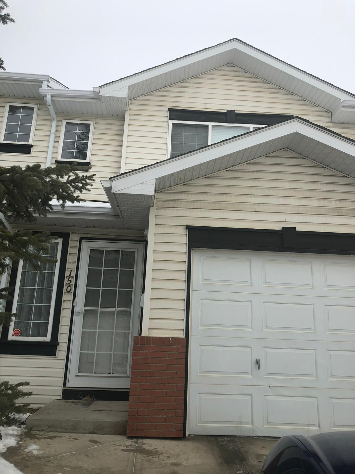 WELL MAINTAINED 3 BDRMS TOWNHOUSE WITH SINGLE GARAGE IN COUNTRY HILLS!