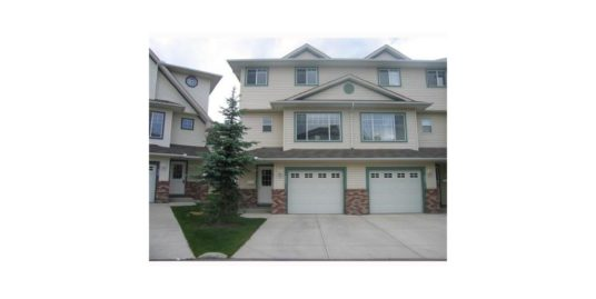 NICE 3 BDRMS, SINGLE GARAGE END UNIT TOWNHOME FOR RENT IN COUNTRY HILLS!