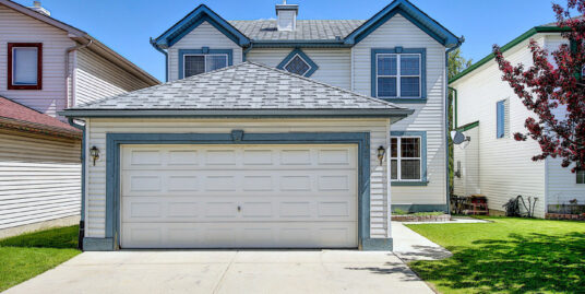 BEAUTIFUL 2 STOREY 3 BDRM 1 DEN HOME IN ARBOUR LAKE!