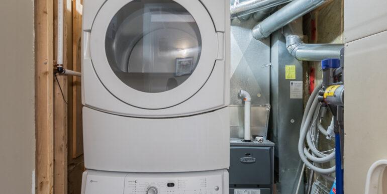 32 20083064-Basement Laundry Room