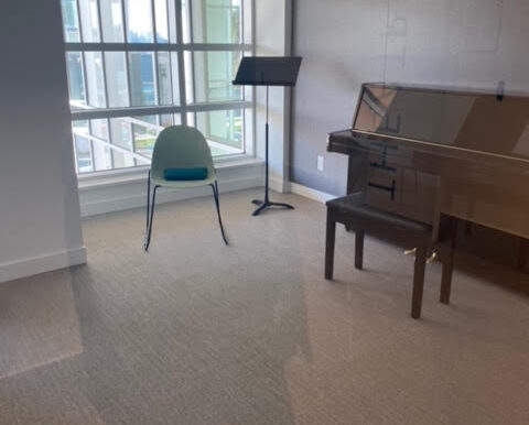 2nd piano room for resident