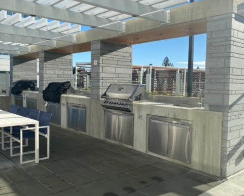 BBQ next to roof top Pool